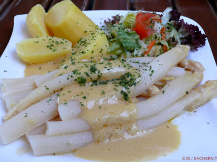 Spargel mit Sauce Hollandaise