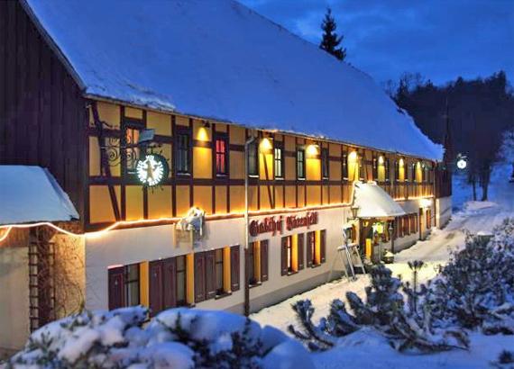 Gasthof Bärenfels tief verschneit
