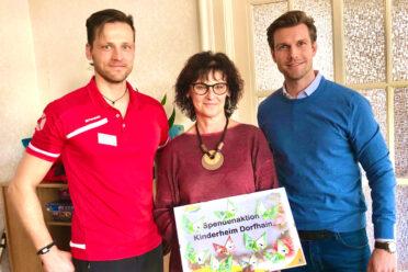Spendenübergabe im Kinderheim