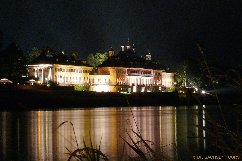 Pillnitzer Schloss am Abend