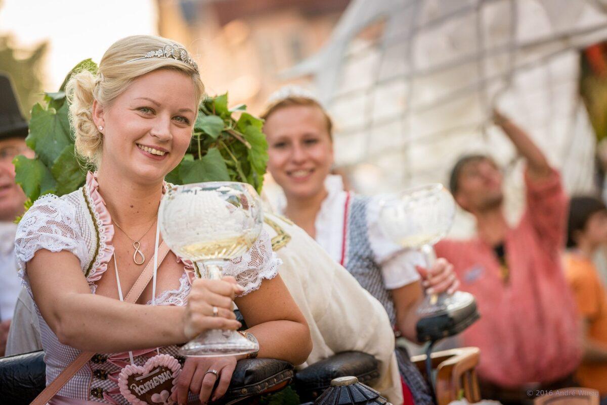Weinprinzessinnen zur Eröffnung © André Wirsig